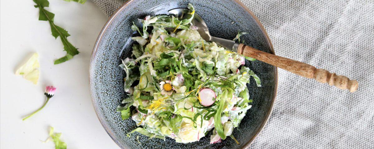 Aardappelsalade met andijvie en wildpluk