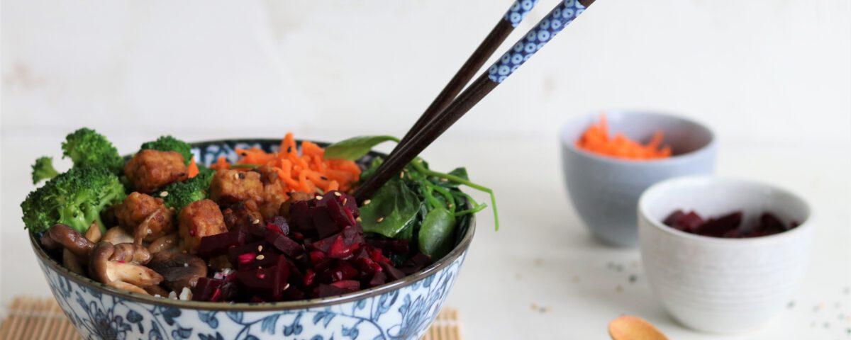 Pokebowl met wortel- en bietpickles