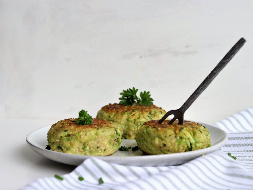 courgetteburgers met groene kruiden