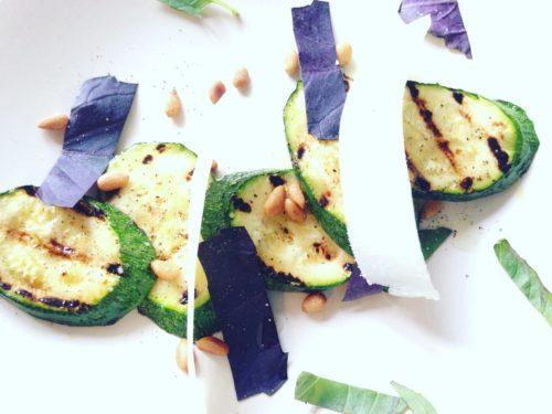 courgettesalade met noten