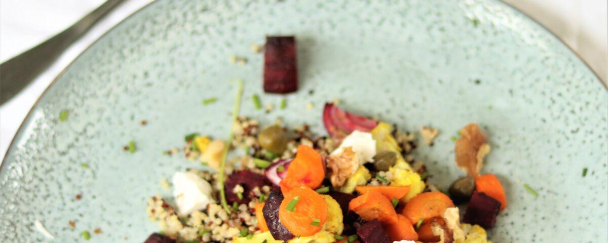 quinoa met geroosterde groenten en specerijen