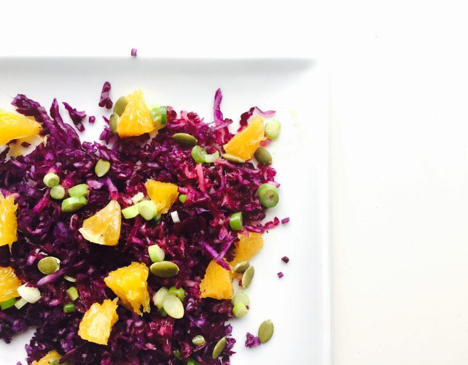 rode kool salade uitgelicht