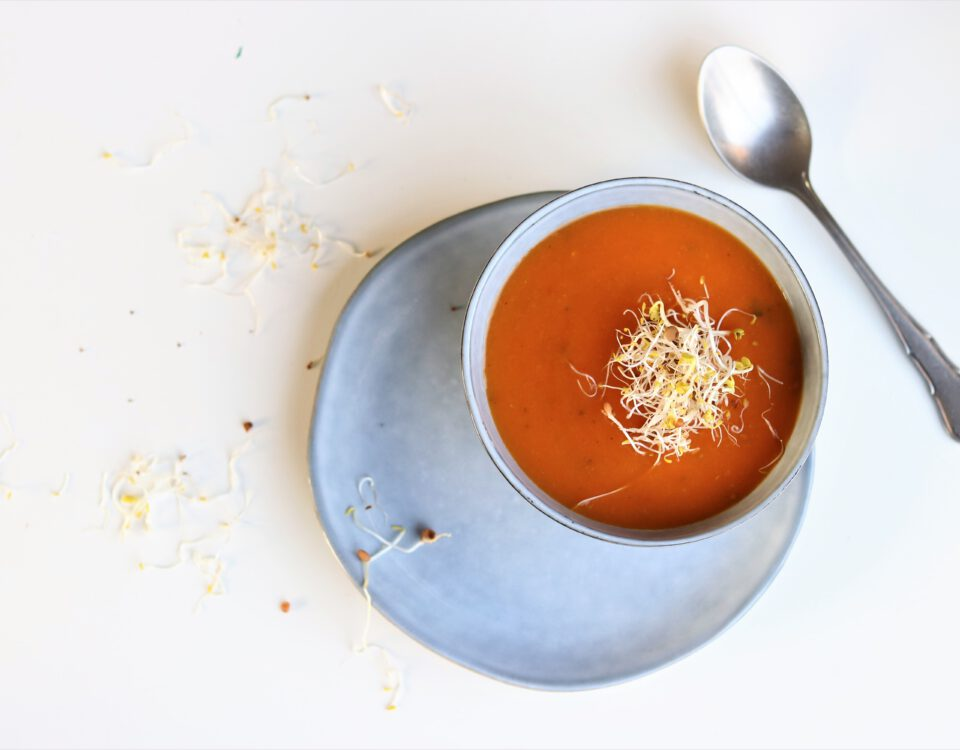 tomatensoep met bataat en salie