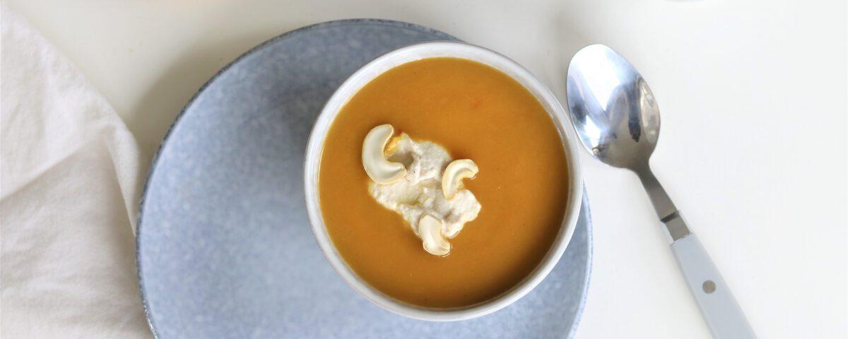 Zoete aardappelsoep met cashew creme